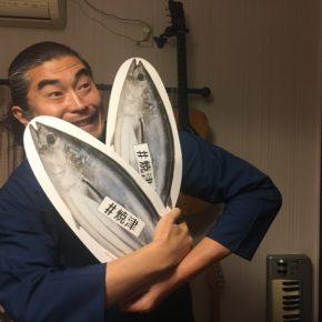 【昨日の山作戰】2018.11.27 企業さんを訪れて歌い、カツオが2匹届き、今日は東京でライブ。